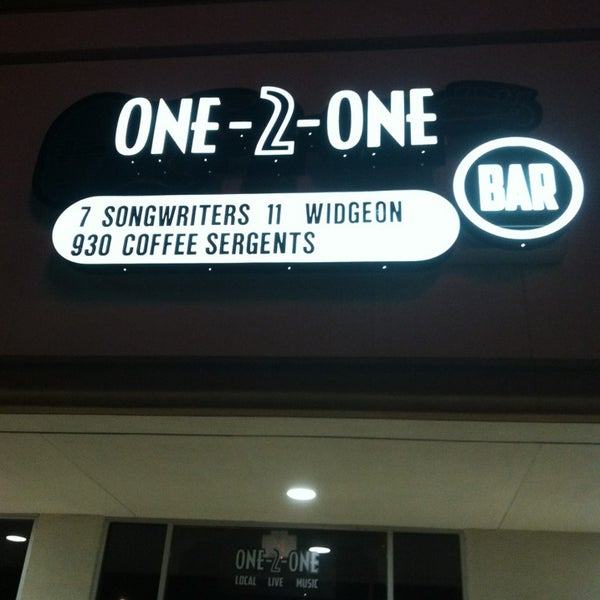 Foto tomada en One-2-One Bar  por Widgeon H. el 8/30/2013