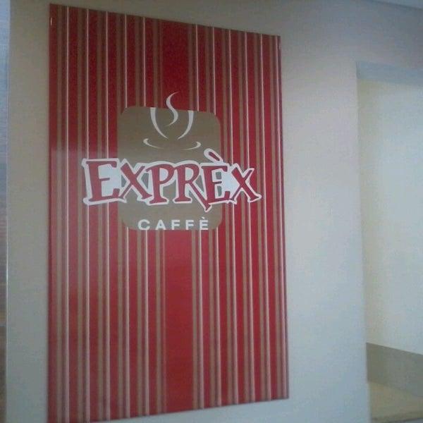 รูปภาพถ่ายที่ Exprèx Caffè โดย Claudinei L. เมื่อ 3/4/2013