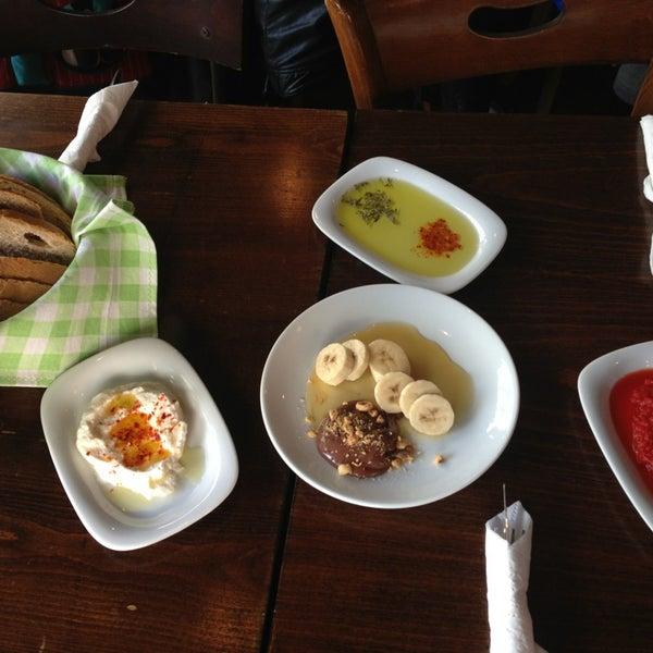 11/30/2013 tarihinde Btl H.ziyaretçi tarafından Tosbağa Cafe'de çekilen fotoğraf