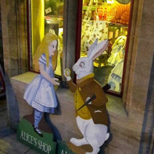 12/12/2015 tarihinde Cansu T.ziyaretçi tarafından Alice's Shop'de çekilen fotoğraf