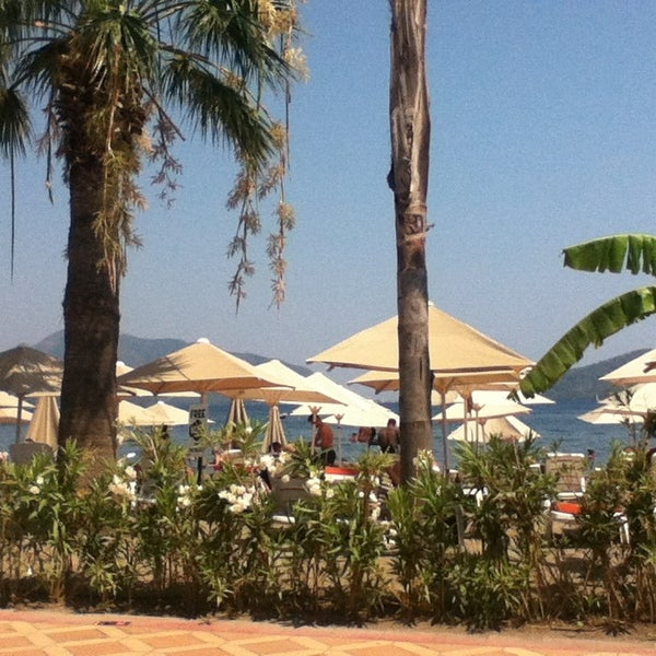 รูปภาพถ่ายที่ Vamos Beach โดย Chima U. เมื่อ 7/14/2013