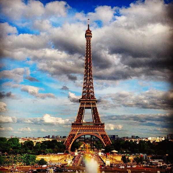 Photo prise au Place du Trocadéro par evan le6/14/2013