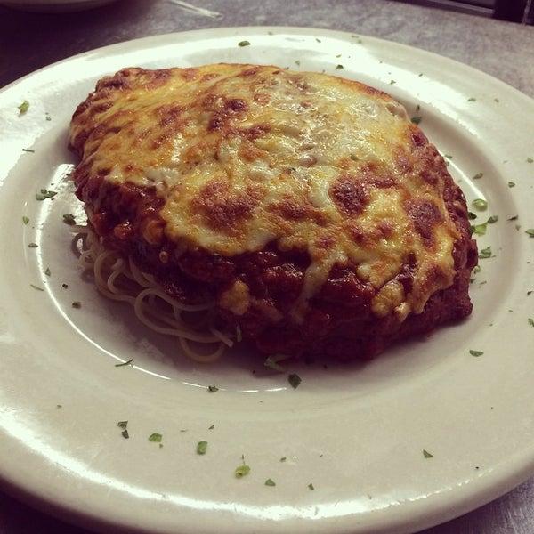 Das Foto wurde bei Lasagna Restaurant von Lasagna R. am 9/29/2014 aufgenommen