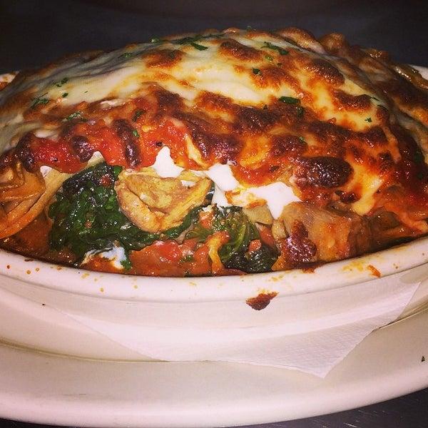 Das Foto wurde bei Lasagna Restaurant von Lasagna R. am 11/15/2014 aufgenommen