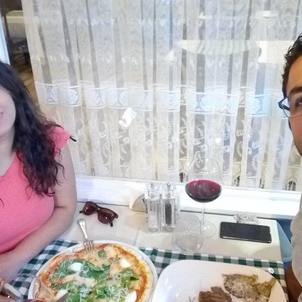 Ben antrikot, eşim pizza yedik. İnanılmaz güzel bir tat. Şaraplar ayrıca harika...