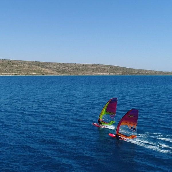 Das Foto wurde bei Alaçatı Surf Paradise Club von Alaçatı Surf Paradise Club am 6/12/2018 aufgenommen