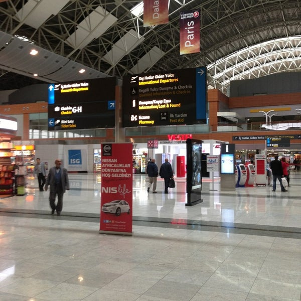 Foto diambil di İstanbul Sabiha Gökçen Uluslararası Havalimanı (SAW) oleh Cemal A. pada 11/13/2013