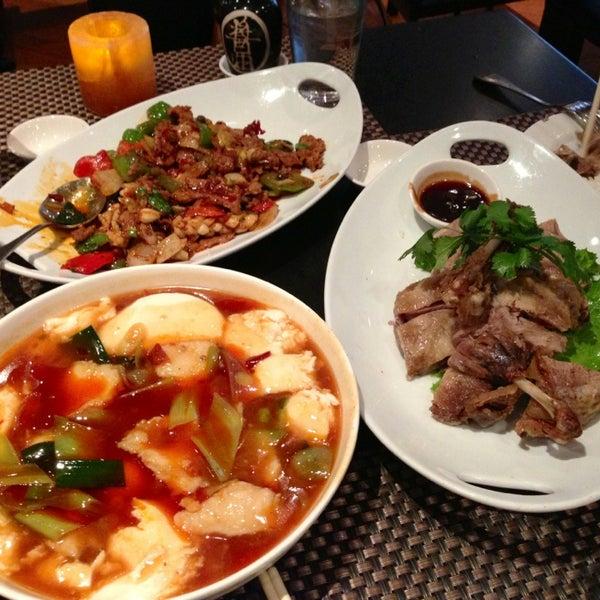 Foto scattata a Koi Fine Asian Cuisine & Lounge da Shannon S. il 6/29/2013