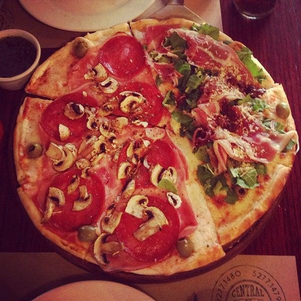 Foto tomada en Central de Pizzas por Baldomero T. el 6/1/2013