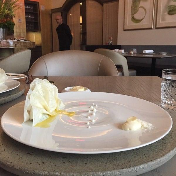 Foto tirada no(a) Juni por Restaurant Fairy em 5/30/2015