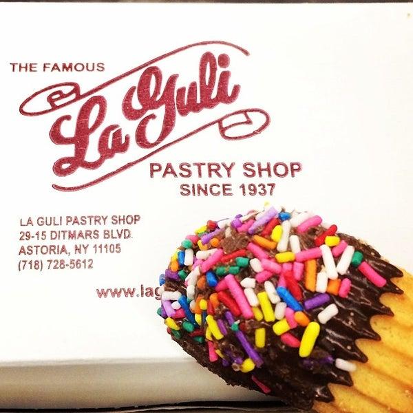 Foto tomada en LaGuli Pastry Shop por Mark E. el 5/7/2014