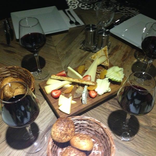 4/20/2013 tarihinde Seyran .ziyaretçi tarafından Mint Restaurant & Bar'de çekilen fotoğraf