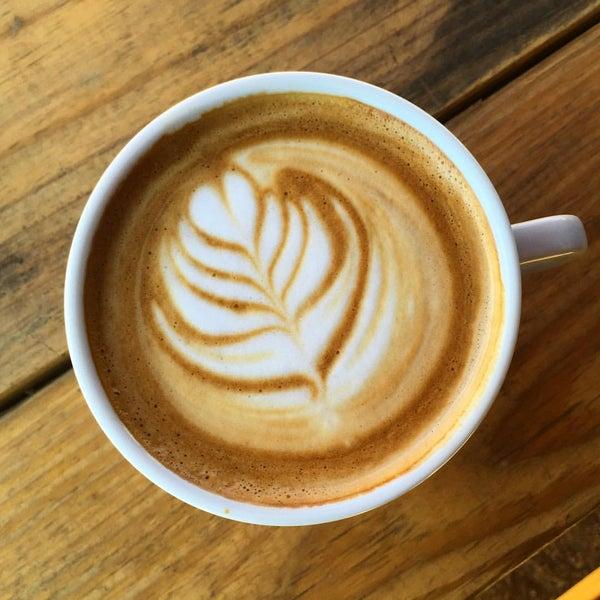 Das Foto wurde bei Buzzmill Coffee von Erica K. am 1/27/2016 aufgenommen