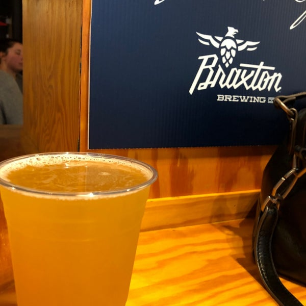 Photo prise au Braxton Brewing Company par Ann E. le8/19/2020
