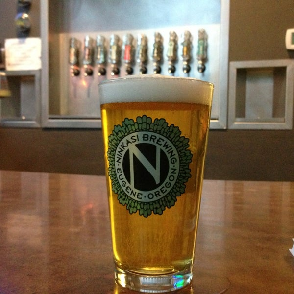 รูปภาพถ่ายที่ Ninkasi Brewing Tasting Room โดย Angelo D. เมื่อ 5/29/2013