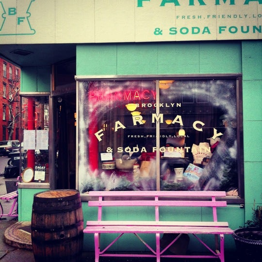 Foto scattata a Brooklyn Farmacy & Soda Fountain da brian b. il 12/8/2012