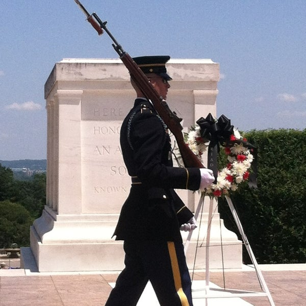 Photo prise au Arlington National Cemetery par RunBeerSleepRepeat le6/2/2013