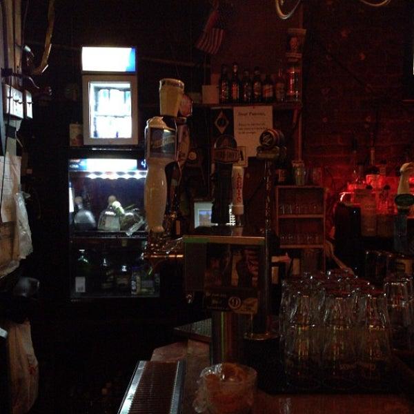 Foto tirada no(a) Bar Nine por E H. em 7/31/2013