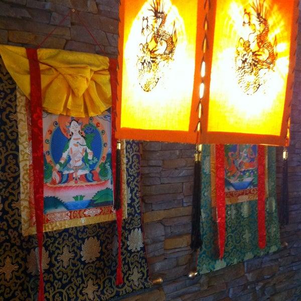 Снимок сделан в Os Tibetanos пользователем Hugo G. 6/22/2013