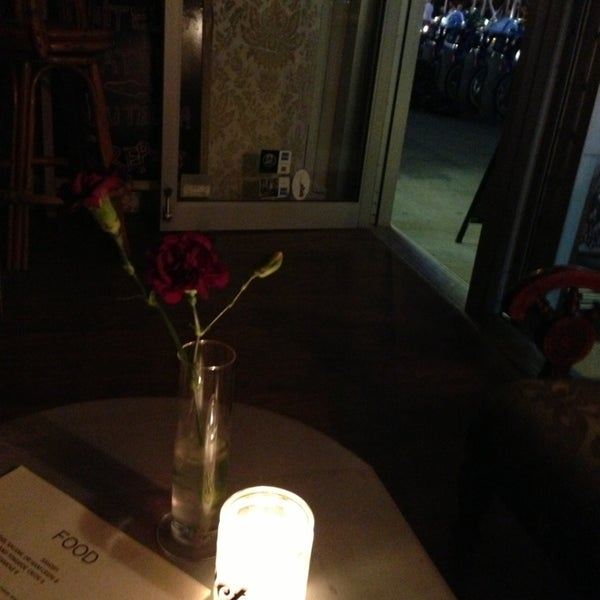 6/21/2013 tarihinde Yilu Z.ziyaretçi tarafından Shervin's Cafe'de çekilen fotoğraf
