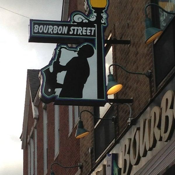 Foto scattata a Bourbon Street Restaurant and Catering da Julia R. il 6/11/2013