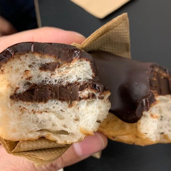 รูปภาพถ่ายที่ Crosstown Doughnuts & Coffee โดย Hamad H. เมื่อ 12/31/2019