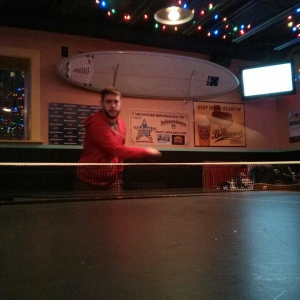 Foto diambil di Lucy's Retired Surfers Bar and Restaurant oleh Shane R. pada 3/12/2013