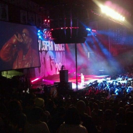 รูปภาพถ่ายที่ Allstate Arena โดย Tracey M. เมื่อ 12/24/2011