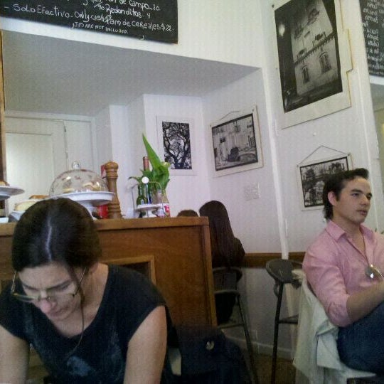 Foto tirada no(a) Florencio Bistro & Patisserie por Juan Pablo T. em 2/28/2012