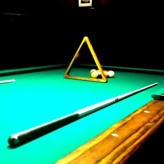 Foto tomada en Society Billiards + Bar por Russell M. el 9/20/2011