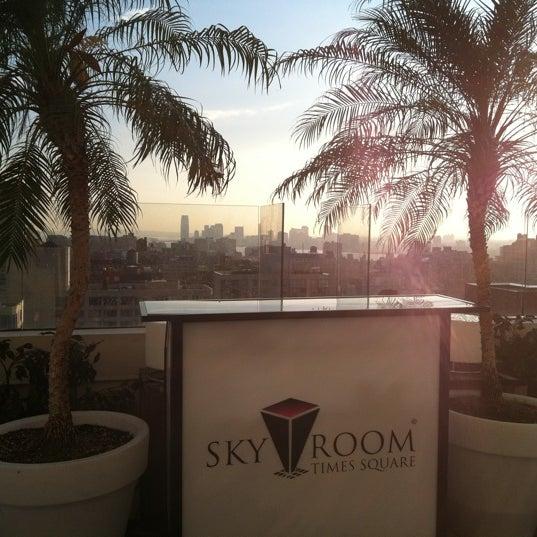 Снимок сделан в Sky Room пользователем Carlo 9/29/2011