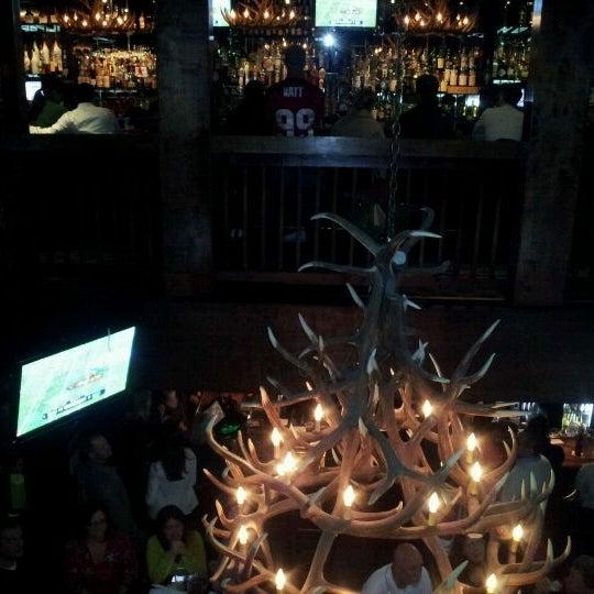 12/23/2011 tarihinde Nathanziyaretçi tarafından Royal Oak Bar and Grill'de çekilen fotoğraf
