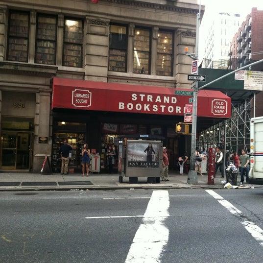 Das Foto wurde bei Strand Bookstore von Eddie R. am 9/14/2011 aufgenommen