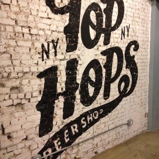 Foto scattata a Top Hops da Andrew H. il 1/30/2012
