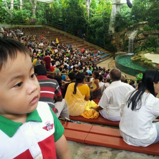 Foto tirada no(a) Singapore Zoo por Ezayu em 12/24/2011