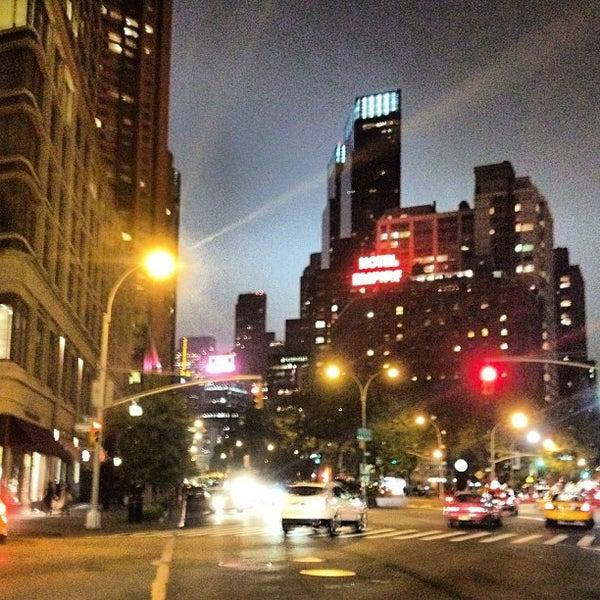 Снимок сделан в The Empire Hotel пользователем Luis F. 5/3/2012