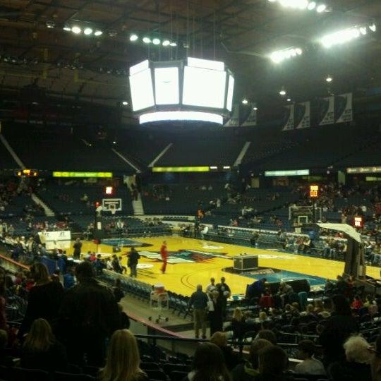 รูปภาพถ่ายที่ Allstate Arena โดย Rick L. เมื่อ 12/30/2011
