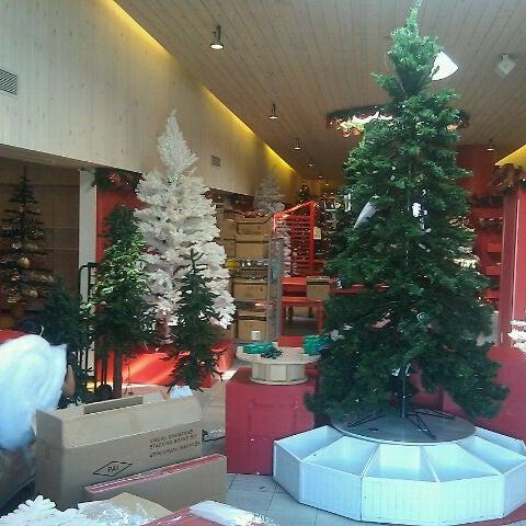 Foto tomada en Hillsdale Shopping Center por Blake M. el 9/13/2011