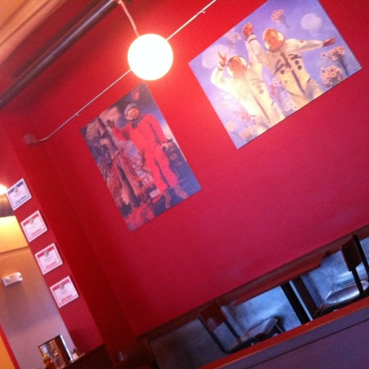 Снимок сделан в Mars Cafe пользователем ben c. 3/30/2011