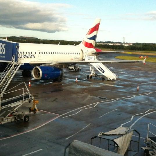 Das Foto wurde bei Edinburgh Airport (EDI) von Fabricio A. am 8/30/2012 aufgenommen