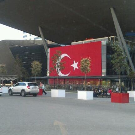 Снимок сделан в 212 İstanbul Power Outlet пользователем Özgür K. 4/21/2012