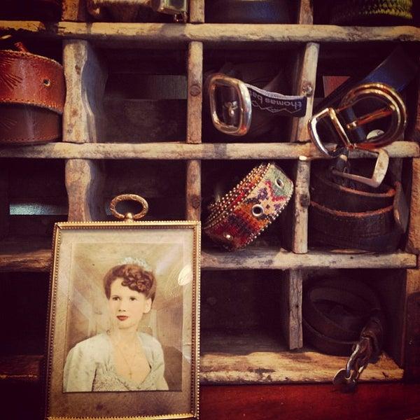 Das Foto wurde bei Charm School Vintage von Dustin M. am 5/17/2012 aufgenommen