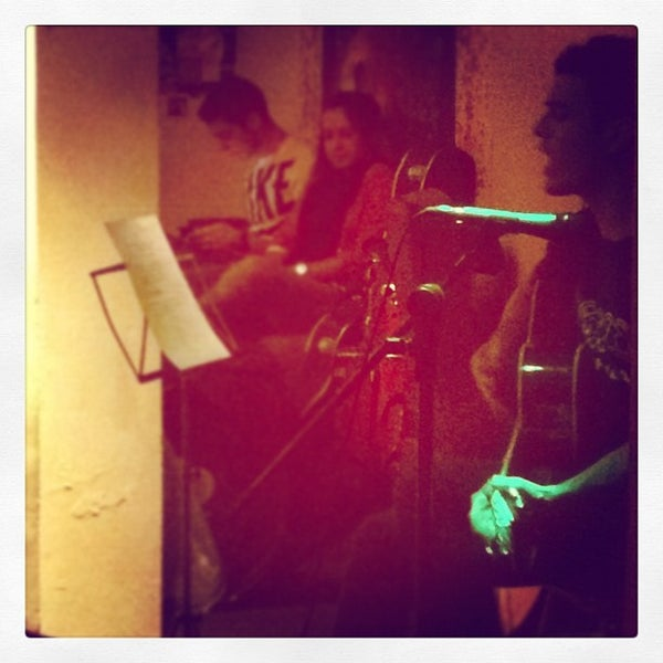 Das Foto wurde bei Das Syndikat von Raquel A. am 5/21/2012 aufgenommen