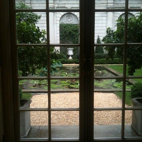 7/20/2012 tarihinde Danielle D.ziyaretçi tarafından The Frick Collection'de çekilen fotoğraf