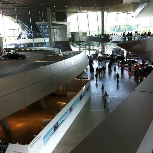 Foto tirada no(a) BMW Welt por Daniel B. em 6/3/2012