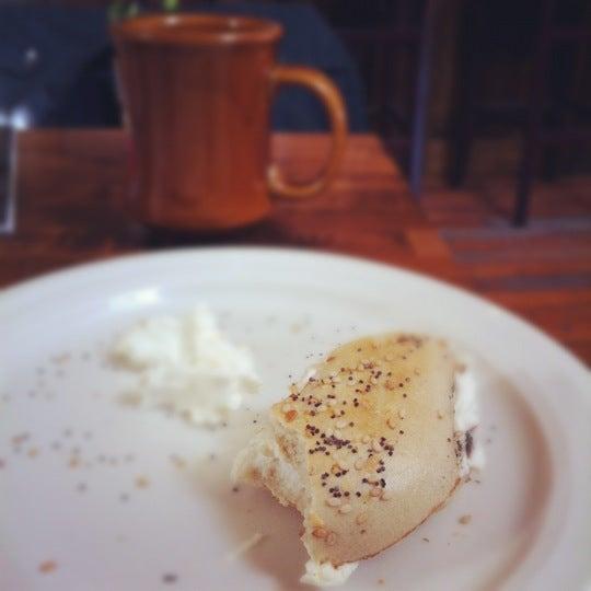 รูปภาพถ่ายที่ The West—Coffeehouse & Bar โดย Hillel เมื่อ 3/10/2012