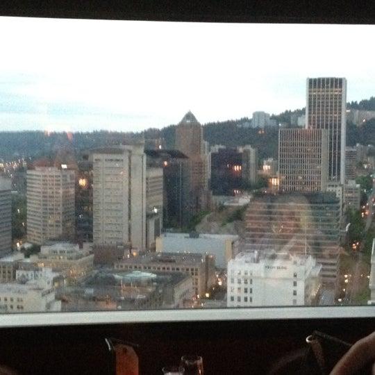 Photo prise au Portland City Grill par Melissa le5/31/2012