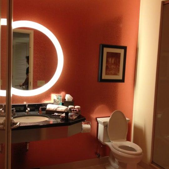 5/9/2012 tarihinde Tiffany H.ziyaretçi tarafından MileNorth, A Chicago Hotel'de çekilen fotoğraf