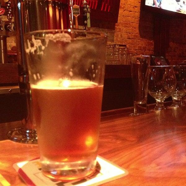 Снимок сделан в Lucky's Tavern пользователем James M. 8/7/2013