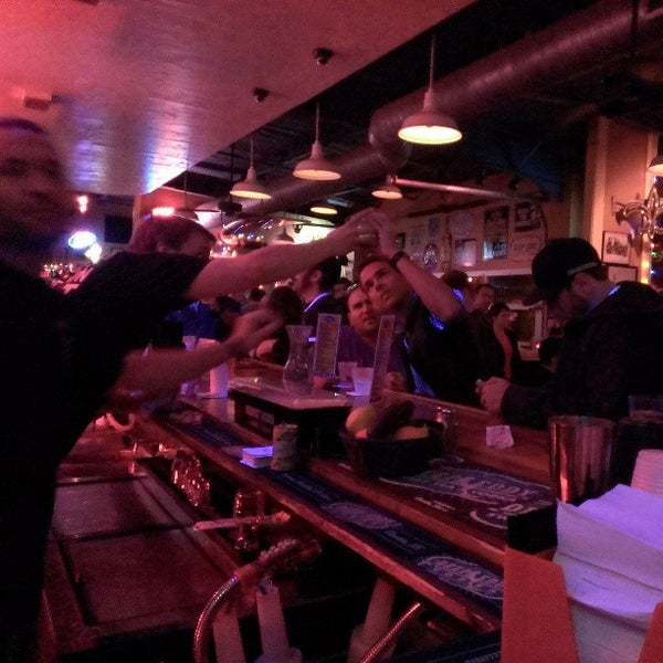 Foto diambil di Lucy's Retired Surfers Bar and Restaurant oleh Steven B. pada 3/12/2013